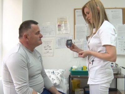 merenje-secera-u-krvi-pacijentu-foto-710x399