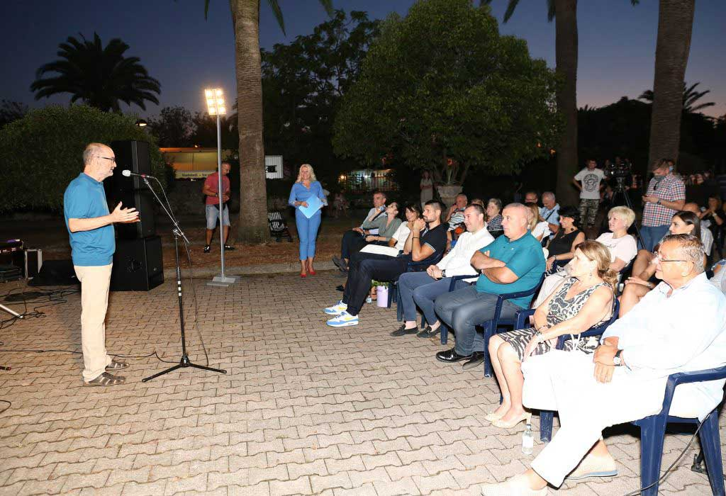 """Milan Vujović govorio je segmente iz knjige """"Barske priče"""" u gradu koji je domaćin 10.edukativnog kampa za osobe sa dijabeteom"""